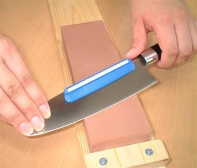 how to sharpen knives with a stone